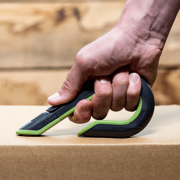 Auto-Retractable Box Cutter